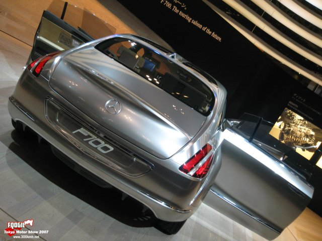 Tokyo080-Mercedes.jpg